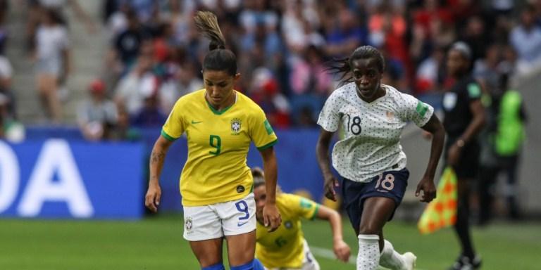 040f9aa740c2f Depois de empatar em 1 a 1 no tempo normal, a Seleção Feminina foi superada  pelas donas da casa na prorrogação e se despediu da Copa do Mundo FIFA 2019