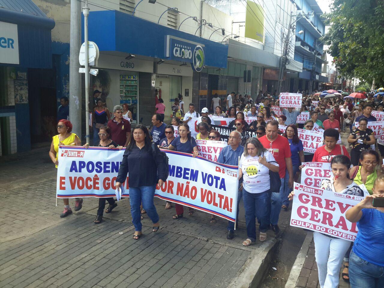 Professores do Estado encerram greve e retomam as aulas amanhã