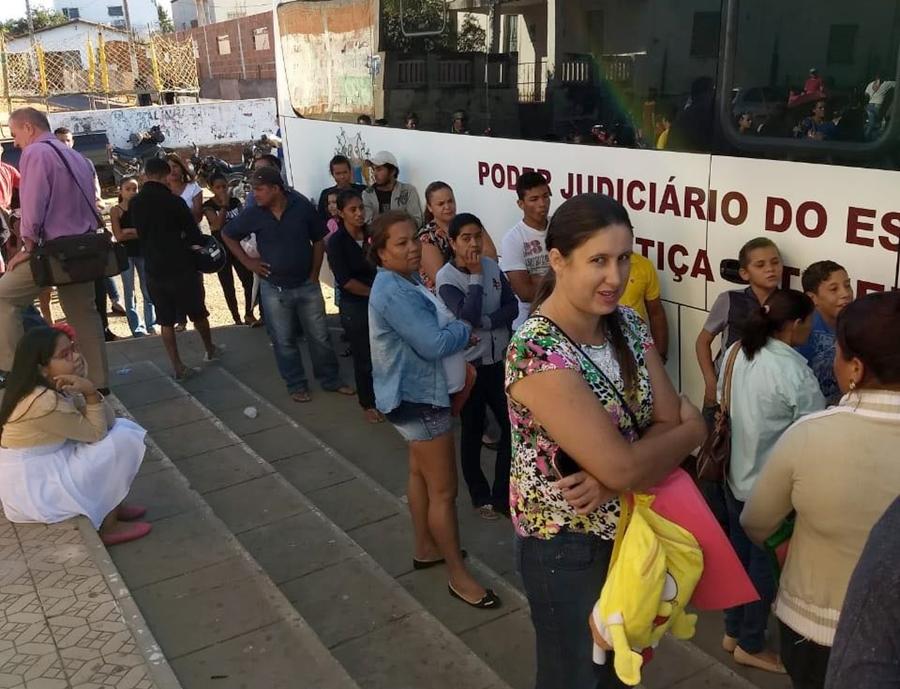 """10b857d717 """"Como tivemos problemas com o acesso dos ônibus de atendimento na  Comunidade Quilombola Emas"""