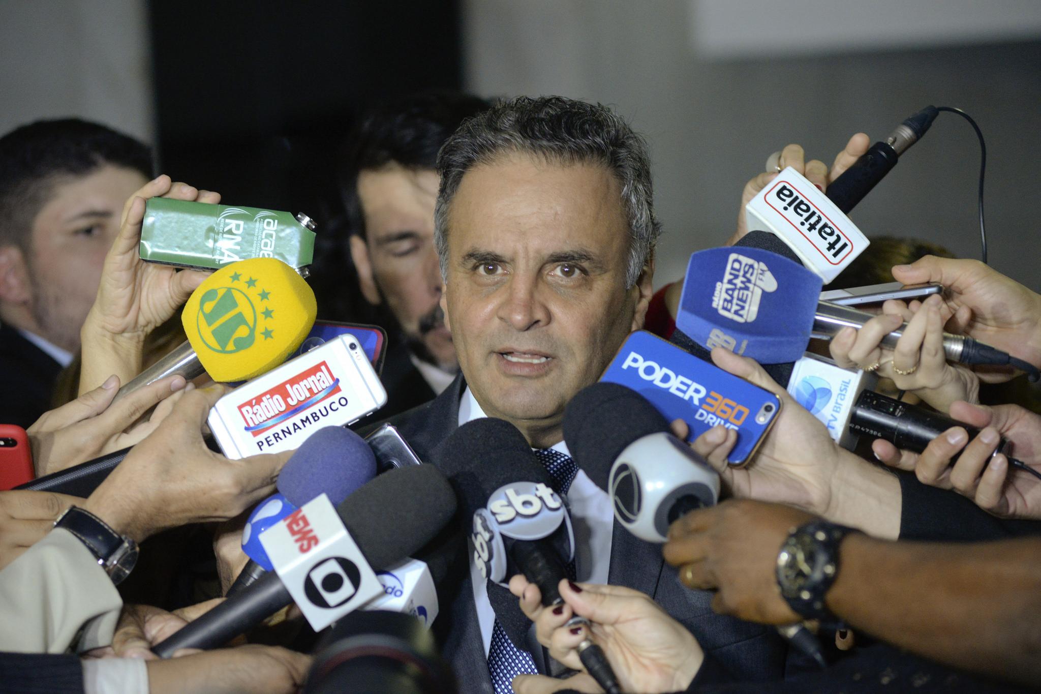 Aécio Neves presta depoimento à Polícia Federal em Brasília