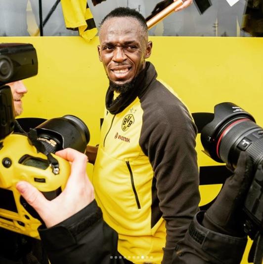 Bolt treina com jogadores do Borussia Dortmund