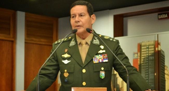 Mourão é afastado das funções pelo comando do Exército, diz jornal