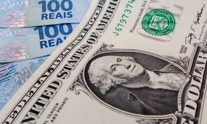 Dólar volta a subir e chega perto dos R$ 3,5
