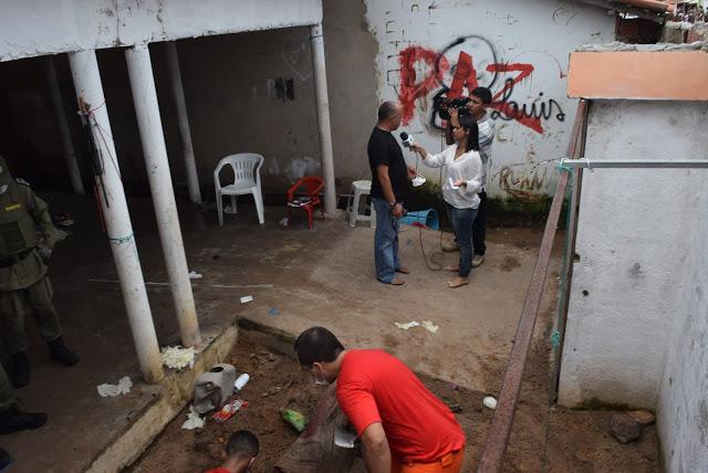 Polícia encontra corpos decapitados enterrados em quintal de residência