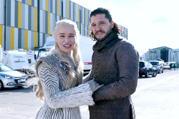Emilia Clarke vai levar fã de 'Game of Thrones' ao set