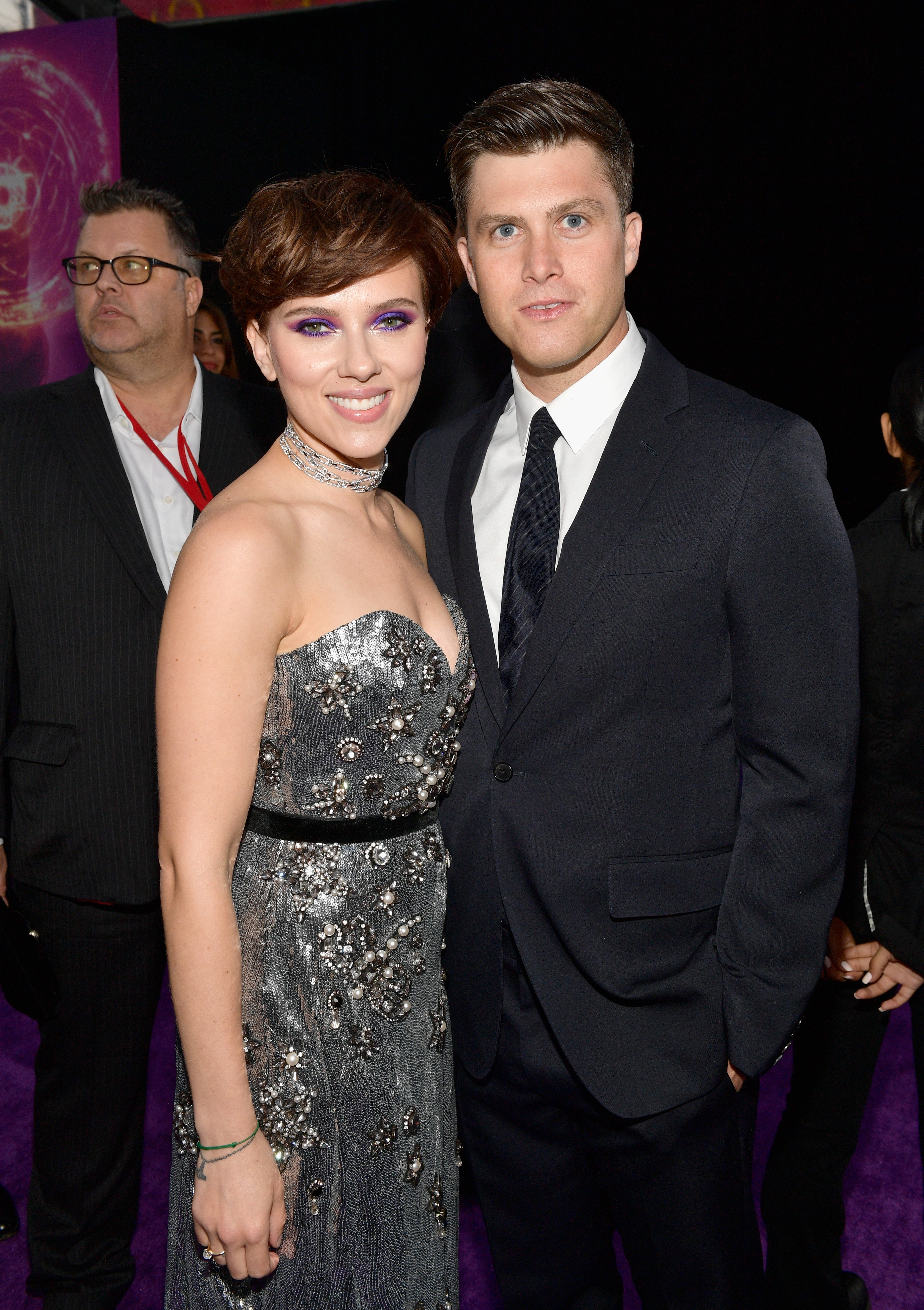f5d442916 A atriz Scarlett Johansson durante o evento de lançamento do terceiro  Vingadores, na companhia de seu namorado o comediante Colin Jost (Foto:  Getty Images)
