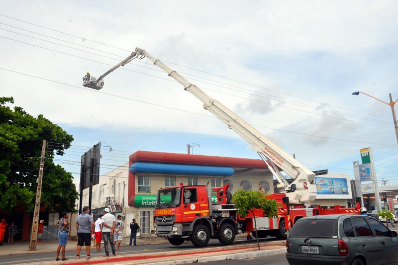 Incêndio atinge depósito da Hot Sat na zona sul de Teresina