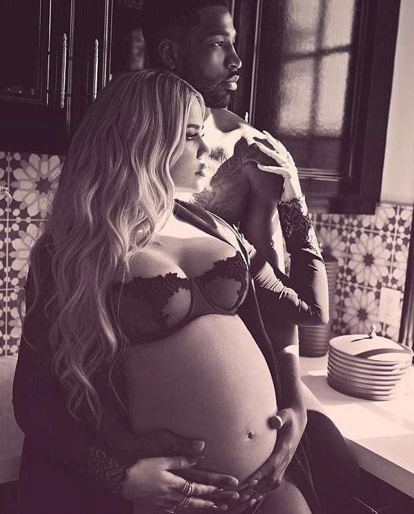 Khloé Kardashian dá à luz a uma menina