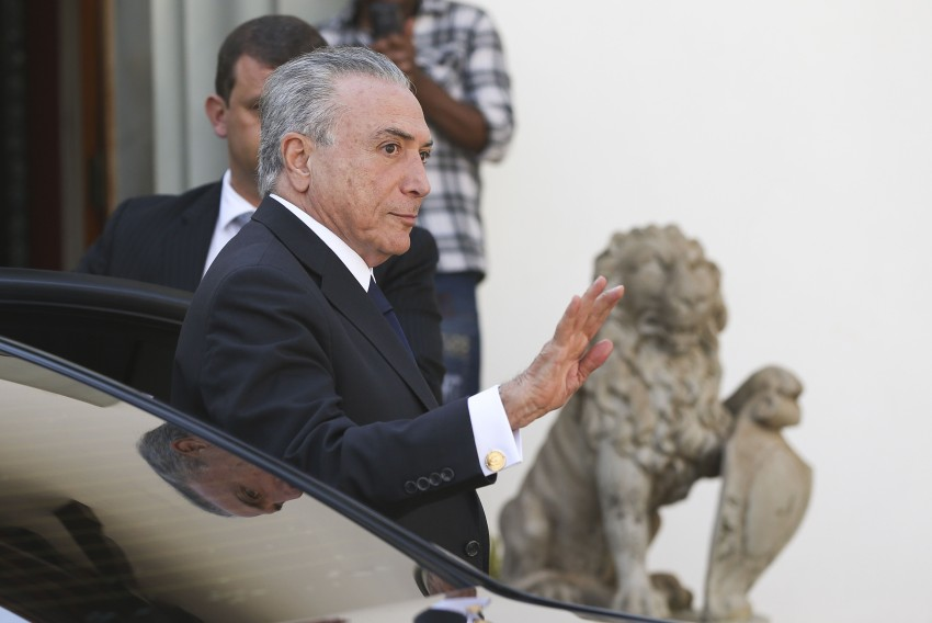S&P: Após coletiva sobre rebaixamento, Temer chama Meirelles