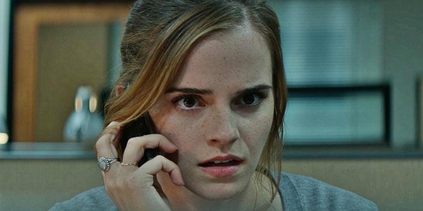 Emma Watson pede ajuda para encontrar anéis significativos e especiais