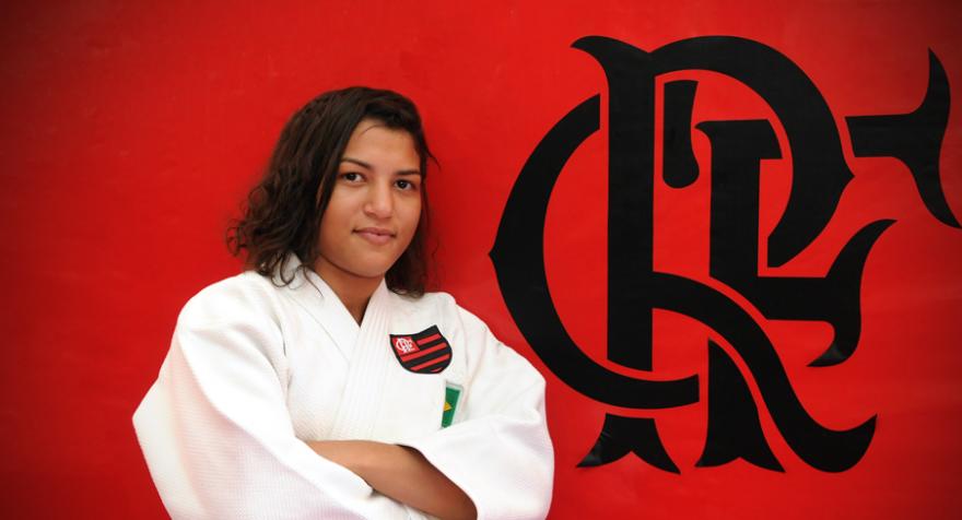 Sarah Menezes assina com o Flamengo e será apresentada à torcida amanhã