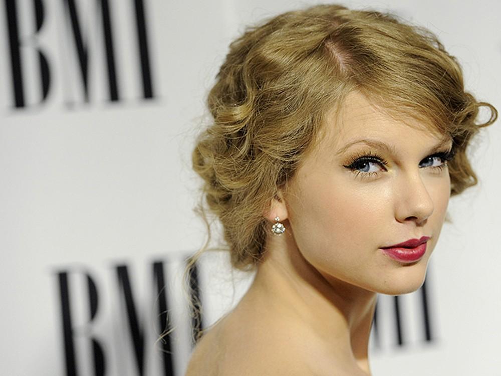 Taylor Swift diz que foi assediada por radialista: