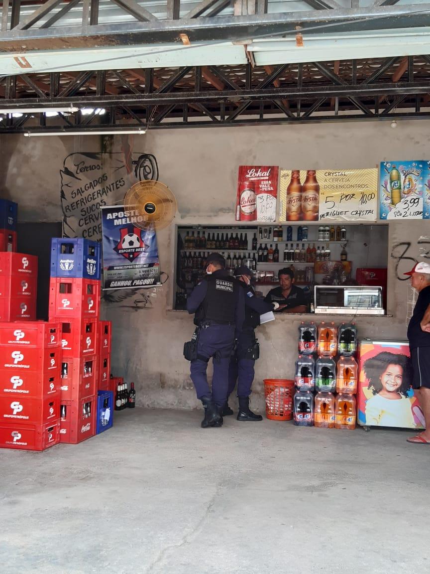 Guarda Civil Municipal faz patrulhamento para garantir cumprimento de decreto