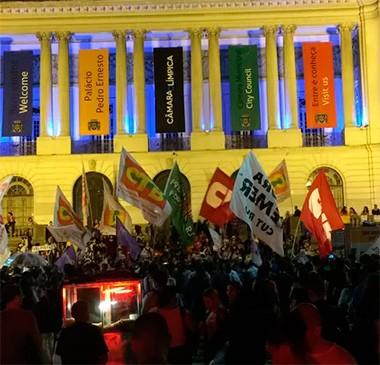 Manifestantes protestam contra Michel Temer no Centro do Rio