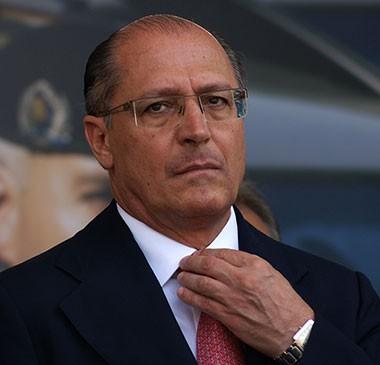 Alckmin diz que uso de jatos de água vai evitar bala de borracha em SP