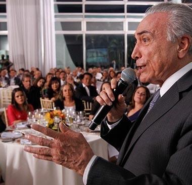 Em jantar, governo quer garantir que base esteja em Brasília para votar