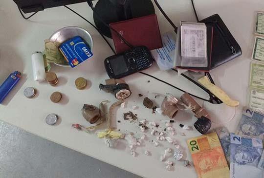 Três homens são presos e um menor apreendidos em boca de fumo em Picos