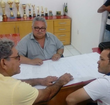 Em reunião, prefeito discute melhorias para o município