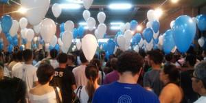 Amigos e familiares soltam balões em homenagem a Júnior Araújo; veja vídeo
