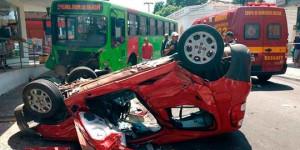 Idosa morre após grave colisão contra ônibus na Rua Areolino de Abreu, em Teresina