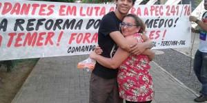 Mãe de aluno visita ocupação do IFPI Sul para apoiar o filho; movimento completa quatro dias