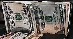 Dólar opera em alta e bate R$ 3,20, à espera da reforma