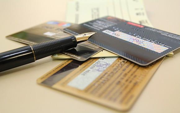 Juro do cartão de crédito rotativo sobe para 490% ao ano em março, diz Banco Central