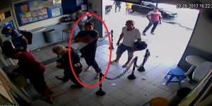 Vídeo mostra momento exato em que estelionatário aplica golpe em idoso em THE