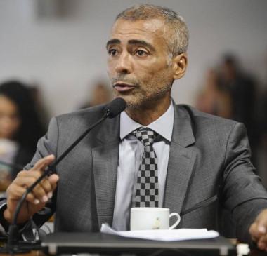 Deputado Romário propõe Projeto de Lei que pode torná-lo inelegível