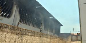 Médico recomenda que pessoas que inalaram fumaça em incêndio procurem atendimento