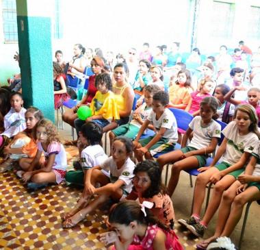 Escola de Pio IX realiza projeto de incentivo à leitura com Cineas Santos