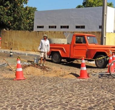 Operação tapa buracos é iniciada em Pedro II em todas as ruas do centro