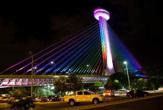 Parte da Ponte Estaiada fica sem iluminação após vândalos roubarem cabos elétricos