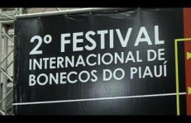 Bonecos são atração de festival internacional que acontece em Teresina