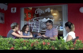 Café e Conversa: amigas se reúnem para tomar café e discutir temais atuais