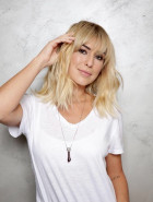 Fernanda Paes Leme adota cabelo platinado