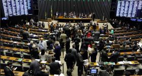 Deputados divergem sobre votação do decreto do Rio