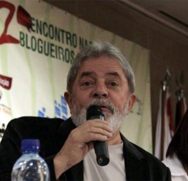 Supremo adia julgamento e proíbe prisão de Lula até o dia 4 de abril