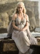 Emilia Clarke apresenta set de 'Game of Thrones'