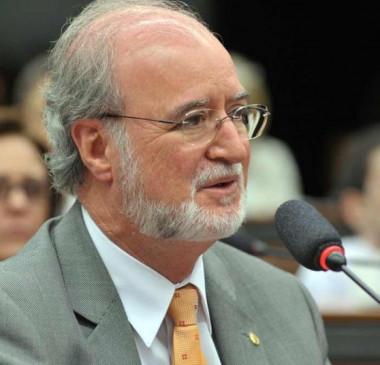 Eduardo Azeredo se entrega e é o primeiro preso do mensalão do PSDB