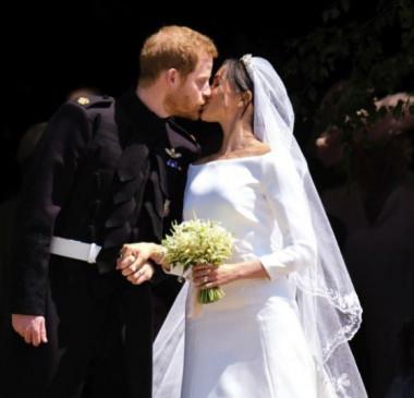 Estilista diz que príncipe Harry lhe agradeceu pelo vestido de Meghan