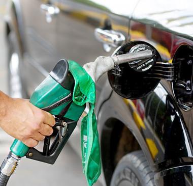 Governo anunciam comissão para discutir aumento em combustíveis