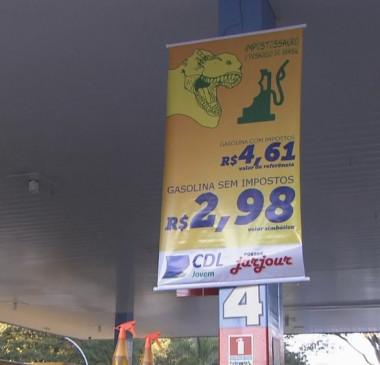 Postos vendem gasolina sem impostos por menos de R$ 3,00