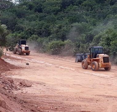Prefeitura inicia recuperação de novas estradas vicinais