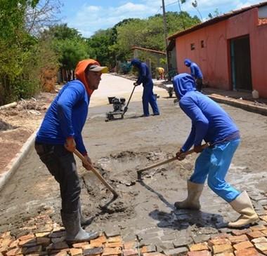 Prefeitura leva melhorias para comunidade rural
