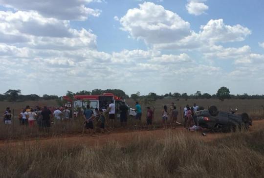 Carro capota na BR 343 e deixa um morto e três gravemente feridos