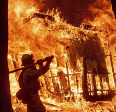Incêndios na Califórnia deixam 71 mortos e mais de mil desaparecidos