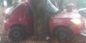 Jovem morre após perder controle e bater o carro contra árvore na Avenida Maranhão