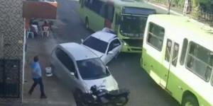 Ônibus rebocado atinge três automóveis em acidente na zona Leste de THE; veja vídeo