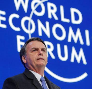 Jair Bolsonaro cancela entrevista em Davos e culpa a imprensa